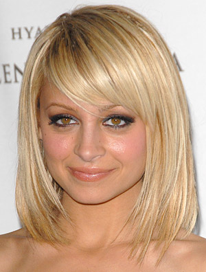 photo-frange-coiffure-cheveux-mi-long-avec-frange-visage-rond-3